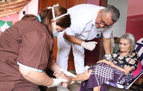 ISRI realiza jornada medica para adultos mayores en Ilobasco