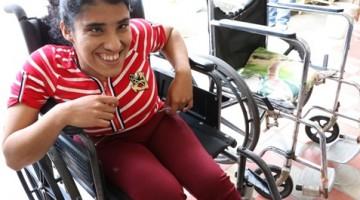 ISRI BENEFICIA A PERSONAS CON DISCAPACIDAD CON SILLAS DE RUEDAS EN SENSUNTEPEQUE