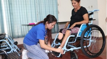 37 CRIOR REALIZA DONACION DE SILLAS DE RUEDAS