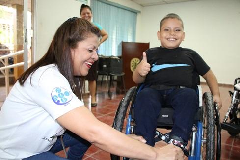 81 CRIOR ISRI REALIZA DONACION DE SILLAS DE RUEDAS