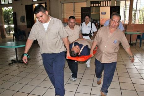 85 SIMULACRO DE EVACUACIÓN POR TERREMOTO EN EL CAA SARA ZALDIVAR