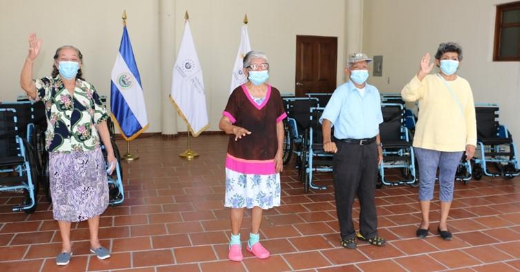 ADULTOS MAYORES RECIBEN DONACIÓN DE SILLAS DE RUEDAS1